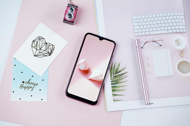 Vingroup công bố giá bán chính thức cho chiếc điện thoại thứ 4 thế hệ 2 - Ảnh 4.