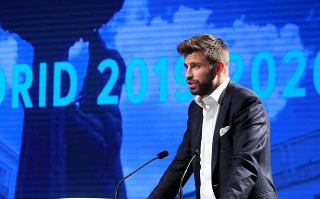 Pique làm sếp của Valverde, kết thân ông chủ Facebook, khoái mạng xã hội mới như Lotus
