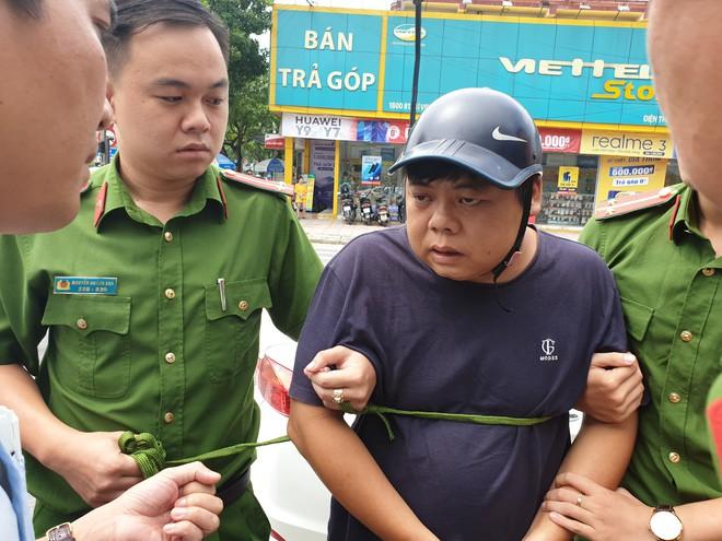 Bắt 3 người Trung Quốc trong vụ cài thiết bị điện tử lạ vào máy ATM để trộm tiền - Ảnh 1.