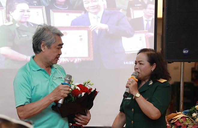 NSND Quang Thọ, Đỗ Hồng Quân tới chúc mừng ca sĩ Rơ Chăm Phiang đạt danh hiệu NSND - Ảnh 3.