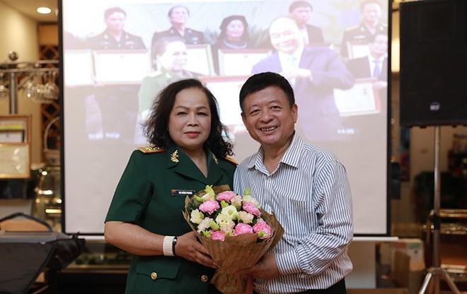 NSND Quang Thọ, Đỗ Hồng Quân tới chúc mừng ca sĩ Rơ Chăm Phiang đạt danh hiệu NSND - Ảnh 5.