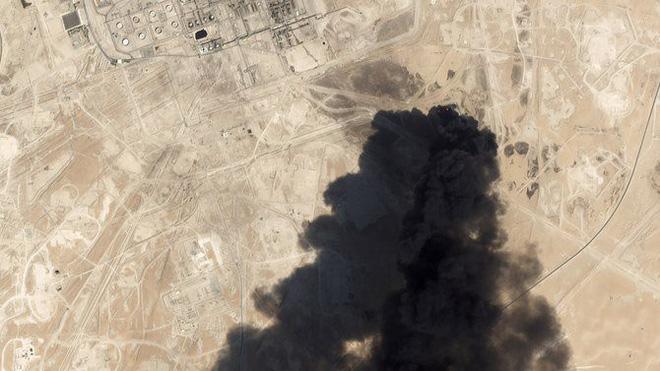 Mỹ-Iran hừng hực sau vụ tấn công Aramco khủng khiếp: Toàn bộ căn cứ, mẫu hạm Mỹ trong vòng 2.000km vào tầm bắn - ảnh 2