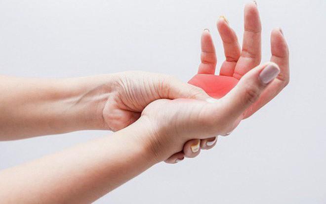 18 nguyên nhân gây tê đầu ngón tay - Ảnh 2.
