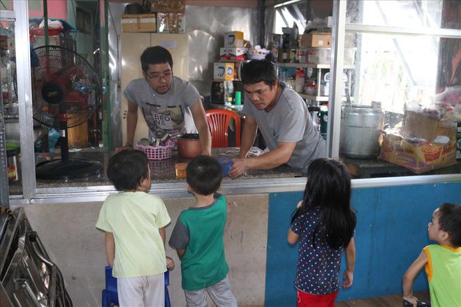 Người đông con nhất TP.HCM tặng trẻ mồ côi 100 tỉ: Thuyết phục gia đình - Ảnh 5.