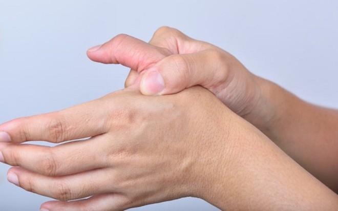 18 nguyên nhân gây tê đầu ngón tay - Ảnh 5.