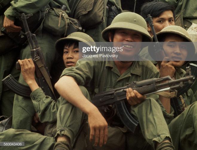 """Mẫu súng AK-47 """"hiếm có"""" của VN: Khác biệt lớn với thiết kế gốc huyền thoại từ Liên Xô - Ảnh 1."""