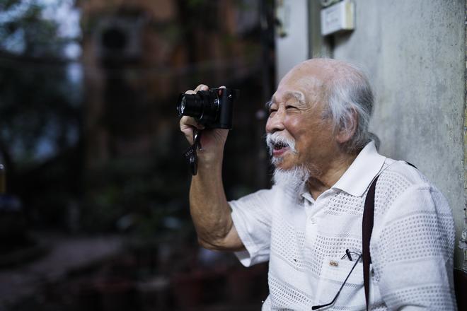 Tiên ông nhiếp ảnh U90 ở HN: Hồi sinh kỳ diệu sau cơn đột quỵ và bí quyết sống thọ ít ai ngờ - Ảnh 2.