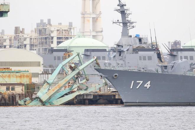 Thần may mắn mỉm cười: Khu trục hạm Aegis tối tân của Nhật thoát nạn trong gang tấc - Ảnh 1.