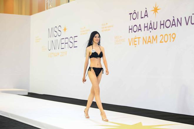 Dàn thí sinh vòng sơ khảo phía Bắc cuộc thi Hoa hậu Hoàn vũ Việt Nam 2019 diện bikini trình diễn vô cùng tự tin - Ảnh 1.