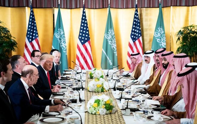 Vì những hợp đồng vũ khí kếch xù, ông Trump sẵn sàng trao quyền tối cao cho đồng minh quan trọng? - Ảnh 2.