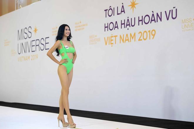 Dàn thí sinh vòng sơ khảo phía Bắc cuộc thi Hoa hậu Hoàn vũ Việt Nam 2019 diện bikini trình diễn vô cùng tự tin - Ảnh 5.