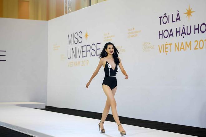 Dàn thí sinh vòng sơ khảo phía Bắc cuộc thi Hoa hậu Hoàn vũ Việt Nam 2019 diện bikini trình diễn vô cùng tự tin - Ảnh 8.