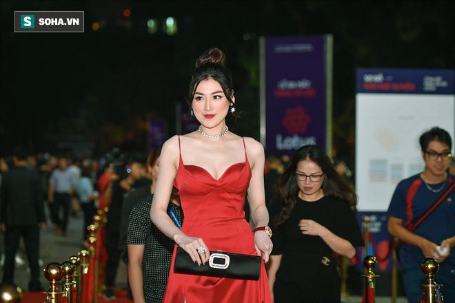 Sao Việt đại náo thảm đỏ lễ ra mắt mạng xã hội Lotus - Ảnh 11.