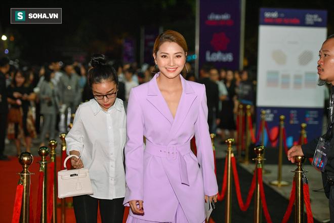 Sao Việt đại náo thảm đỏ lễ ra mắt mạng xã hội Lotus - Ảnh 12.