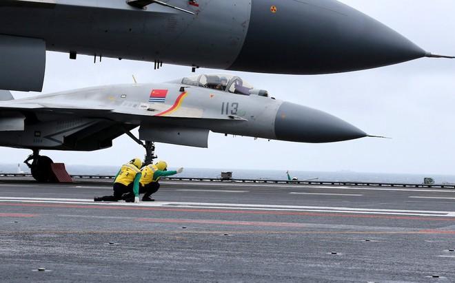 UAV Lợi Kiếm xuất hiện rầm rộ: TQ vạch áo cho người xem lưng yếu điểm của tàu sân bay? - Ảnh 5.