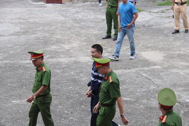 Trần Đình Sang lĩnh 2 năm tù về tội chống người thi hành công vụ - Ảnh 2.