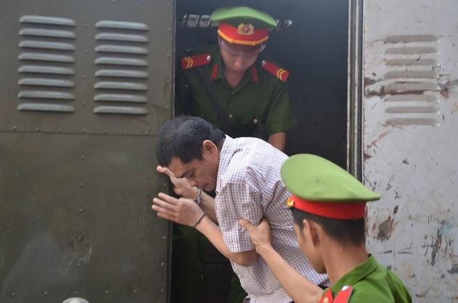 Hà Giang xét xử gian lận điểm thi THPT 2018: Vắng 122 người, LS đề nghị xem xét tính hợp pháp của thư triệu tập - Ảnh 5.