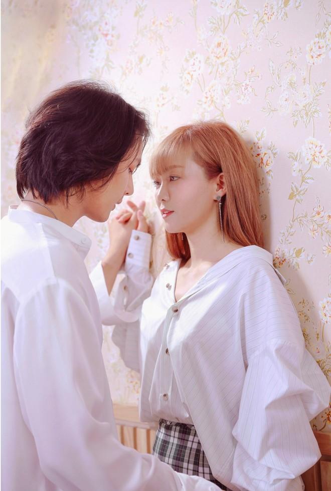 Đinh Hương ôm hôn tình cảm mỹ nam nổi tiếng Thái Lan trong MV mới - Ảnh 3.
