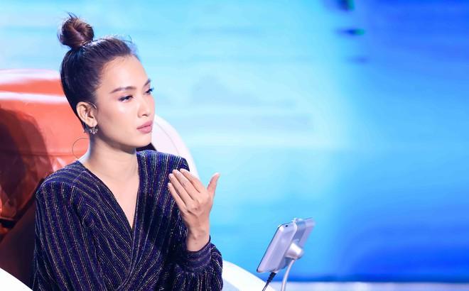 Ái Phương: Tôi không thích quen người trong showbiz