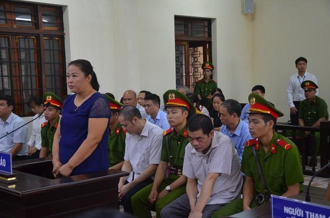 Hà Giang xét xử gian lận điểm thi THPT 2018: Vắng 122 người, LS đề nghị xem xét tính hợp pháp của thư triệu tập - Ảnh 2.