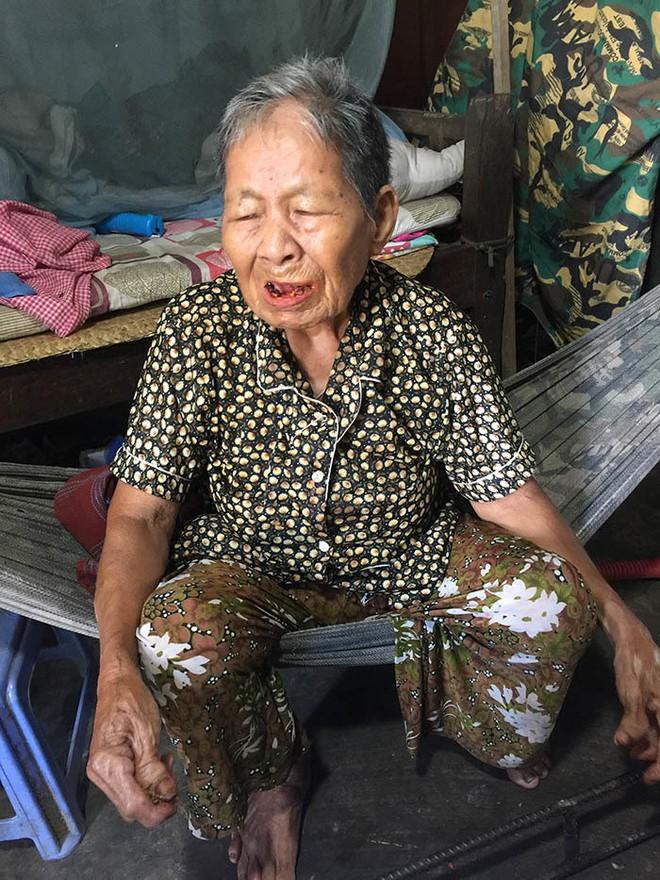 Chuyện người đàn bà trong căn nhà ẩn sau 6 ngôi mộ ở Long An - Ảnh 1.