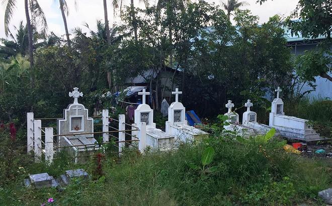 Chuyện người đàn bà trong căn nhà ẩn sau 6 ngôi mộ ở Long An - Ảnh 3.