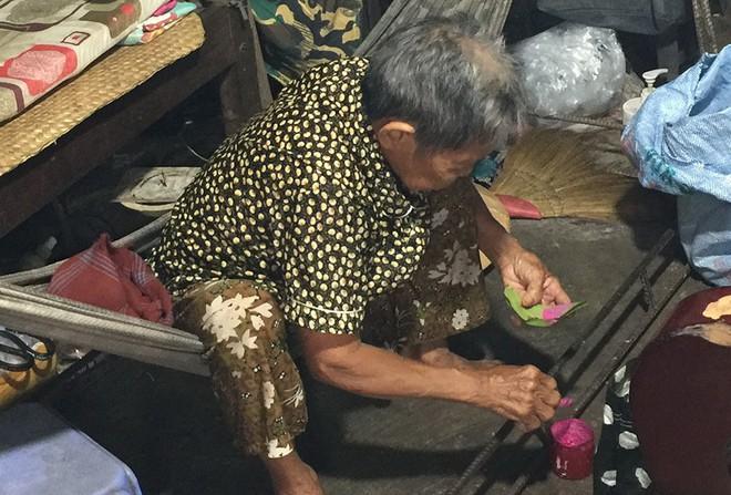 Chuyện người đàn bà trong căn nhà ẩn sau 6 ngôi mộ ở Long An - Ảnh 2.
