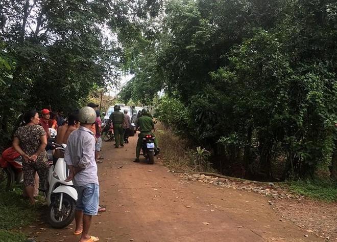 Truy bắt kẻ dùng súng bắn vợ chồng anh ruột ở Bình Phước - Ảnh 1.