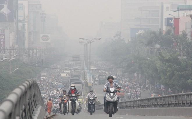 """HN ô nhiễm không khí nghiêm trọng, dùng khẩu trang """"xịn"""" có phải là cách đối phó an toàn?"""