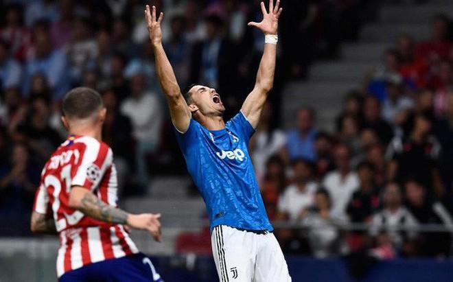 Ronaldo khó chịu ra mặt, phẫn nộ đến mức phải hét lên khi thấy đồng đội tham dứt điểm không chịu chuyền bóng