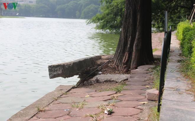 Ảnh: Đường dạo quanh hồ Hoàn Kiếm sụt lún mất an toàn - Ảnh 18.