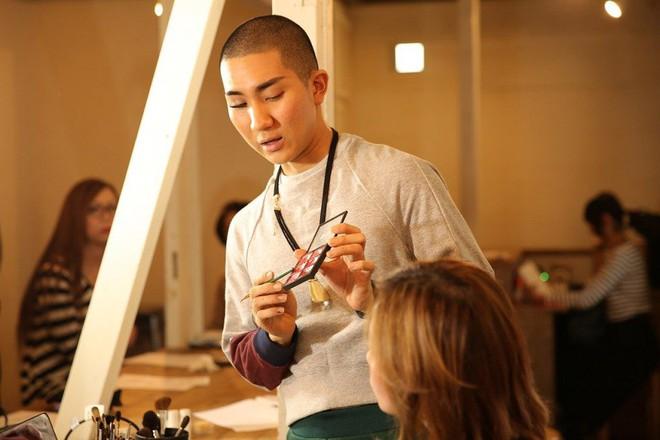 Cuộc đời hai mặt của Kodo Nishimura: Vừa là một bậc thầy trang điểm nổi tiếng, vừa là một tu sĩ thuộc giới tính thứ 3 - Ảnh 7.