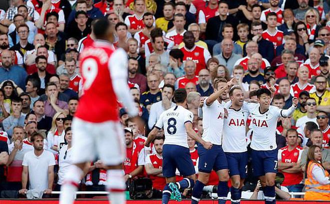 """Nổ pháo rợp trời, Arsenal """"hút chết"""" trong trận derby căng như dây đàn"""