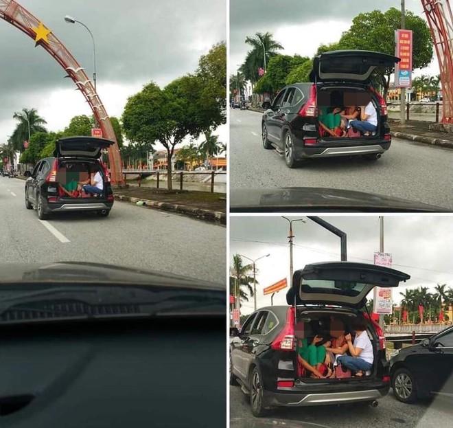 Chiếc xe bật mở cửa sau và hình ảnh 3 người phụ nữ khiến cả phố phải ngoái nhìn - Ảnh 2.