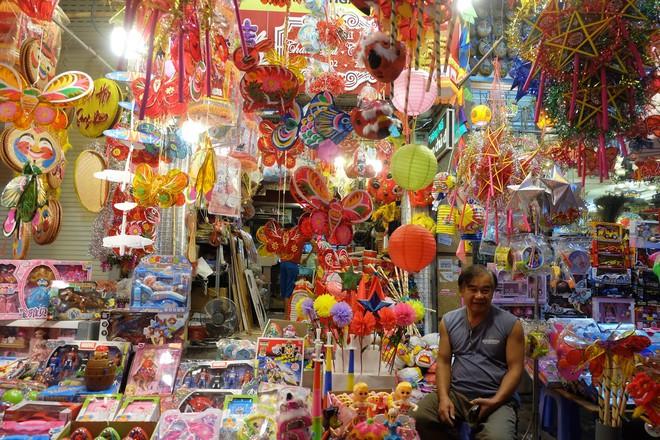 Chợ Trung thu truyền thống Hà Nội đông nghịt người dịp nghỉ lễ 2/9 - Ảnh 13.