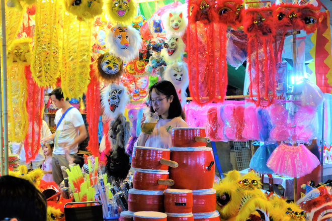 Chợ Trung thu truyền thống Hà Nội đông nghịt người dịp nghỉ lễ 2/9 - Ảnh 11.