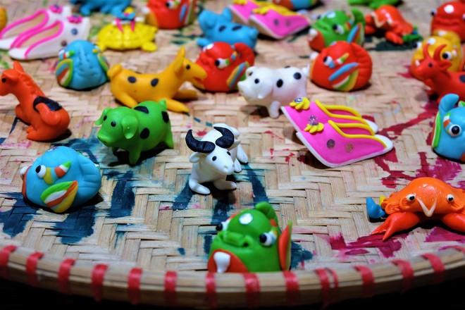 Chợ Trung thu truyền thống Hà Nội đông nghịt người dịp nghỉ lễ 2/9 - Ảnh 6.