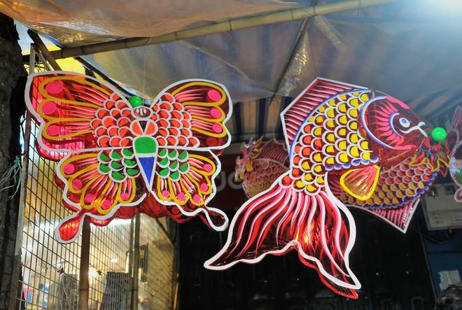 Chợ Trung thu truyền thống Hà Nội đông nghịt người dịp nghỉ lễ 2/9 - Ảnh 8.