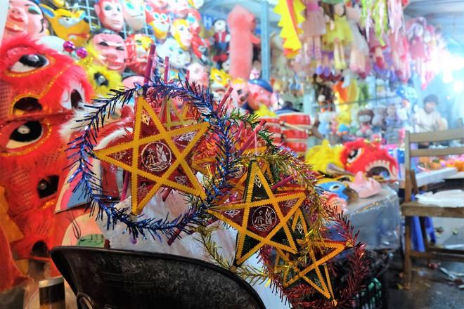 Chợ Trung thu truyền thống Hà Nội đông nghịt người dịp nghỉ lễ 2/9 - Ảnh 9.