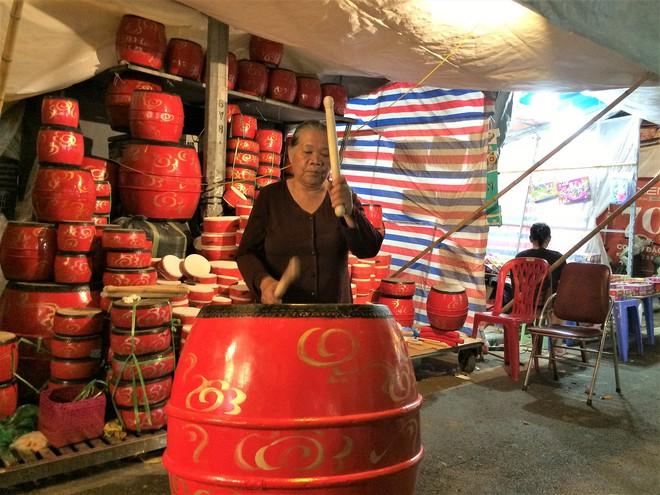 Chợ Trung thu truyền thống Hà Nội đông nghịt người dịp nghỉ lễ 2/9 - Ảnh 12.