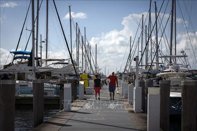 Siêu bão cấp 5 Dorian đổ bộ Bahamas với tốc độ gió hủy diệt - Ảnh 1.