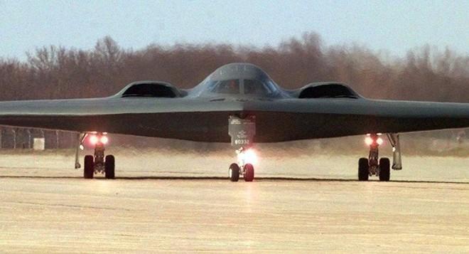 Mỹ đưa 3 máy bay ném bom hạt nhân B-2 đến Anh làm gì? - Ảnh 1.