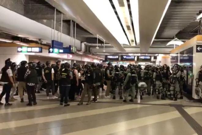 Tân Hoa Xã nói biểu tình Hồng Kông mở đường đưa cách mạng màu vào Đại lục, đe dọa hồi kết đang tới - Ảnh 1.