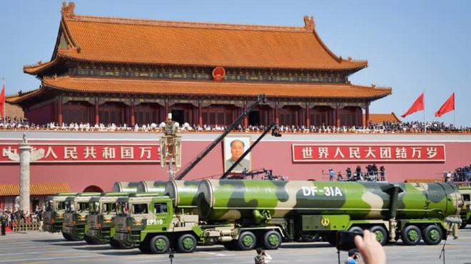 Ông Tập Cận Bình làm Lãnh tụ nhân dân: Trung Quốc ra quyết định bước ngoặt giữa muôn trùng vây? - Ảnh 4.
