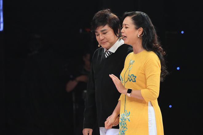 Bị MC Lại Văn Sâm khích, NSƯT Chiều Xuân quyết làm điều chưa từng làm trước khán giả - Ảnh 1.
