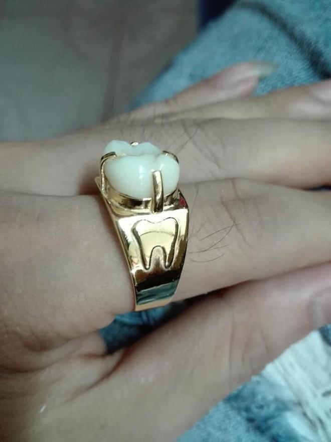 Người phụ nữ mang chiếc răng đi làm mặt nhẫn, câu chuyện đằng sau khiến nhiều người xanh mắt - ảnh 2