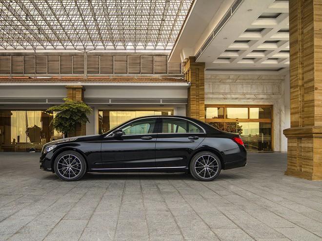 Giảm giá sốc 225 triệu đồng, mẫu ô tô này có gì hay? - Ảnh 2.