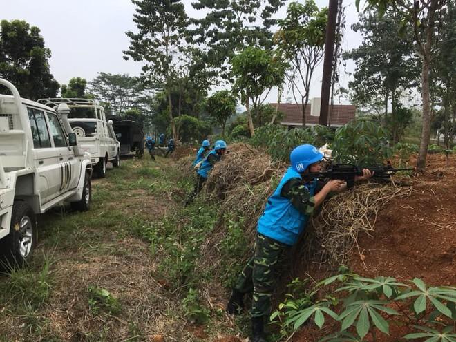 Chiến sĩ gìn giữ hòa bình Việt Nam huấn luyện sử dụng súng trường Pindad SS2 tối tân - Ảnh 3.