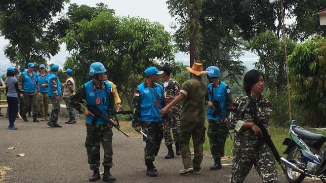 Chiến sĩ gìn giữ hòa bình Việt Nam huấn luyện sử dụng súng trường Pindad SS2 tối tân - Ảnh 4.