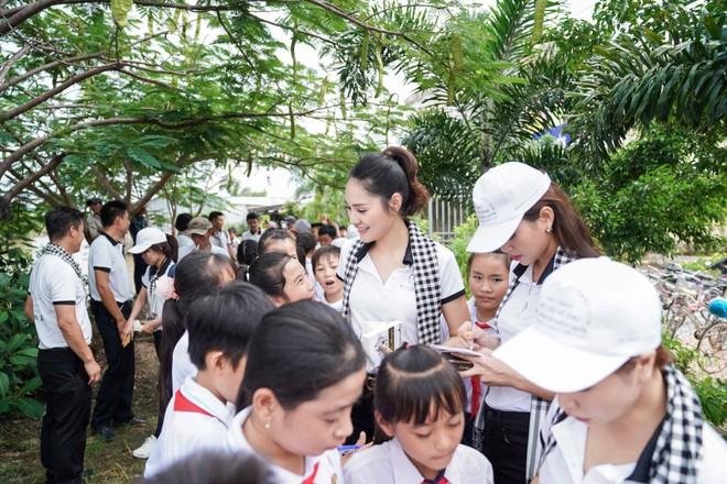 Hoa hậu Hương Giang: Sách quý là nguồn tri thức cần được chia sẻ - Ảnh 7.